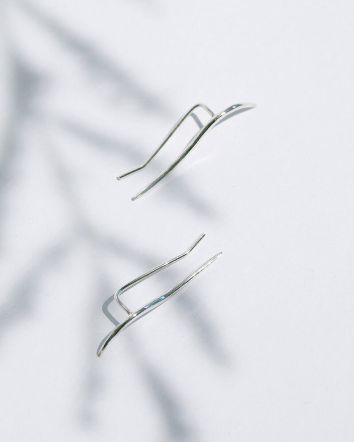 SILVER CALLIGRAPHIC EAR PIN